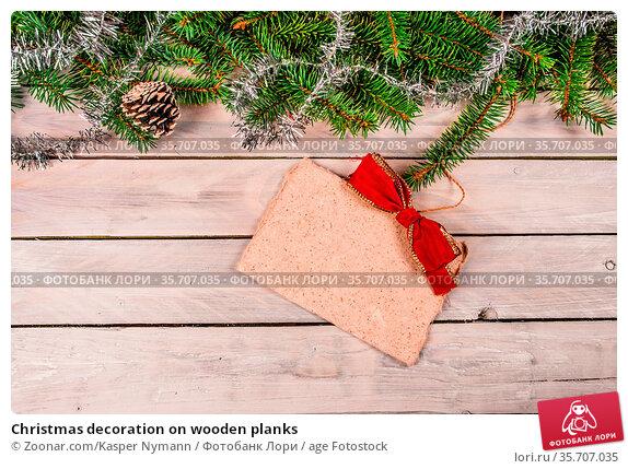 Christmas decoration on wooden planks. Стоковое фото, фотограф Zoonar.com/Kasper Nymann / age Fotostock / Фотобанк Лори