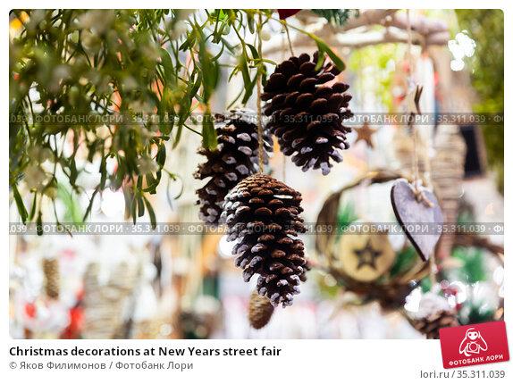 Christmas decorations at New Years street fair. Стоковое фото, фотограф Яков Филимонов / Фотобанк Лори