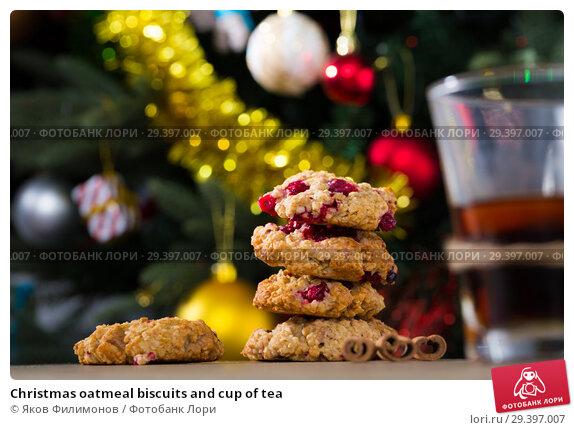 Купить «Christmas oatmeal biscuits and cup of tea», фото № 29397007, снято 2 января 2018 г. (c) Яков Филимонов / Фотобанк Лори