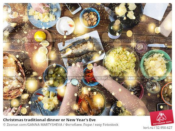 Christmas traditional dinner or New Year's Eve. Стоковое фото, фотограф Zoonar.com/GANNA MARTYSHEVA / easy Fotostock / Фотобанк Лори