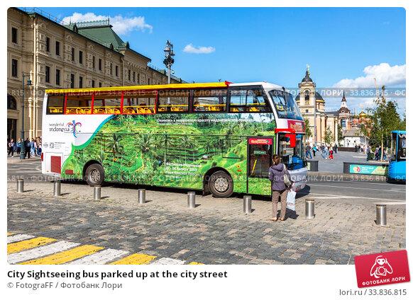 Купить «City Sightseeing bus parked up at the city street», фото № 33836815, снято 9 июля 2019 г. (c) FotograFF / Фотобанк Лори