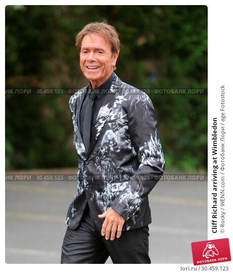 Cliff Richard arriving at Wimbledon (2017 год). Редакционное фото, фотограф Rocky / WENN.com / age Fotostock / Фотобанк Лори