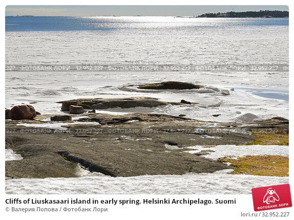 Cliffs of Liuskasaari island in early spring. Helsinki Archipelago. Suomi (2018 год). Стоковое фото, фотограф Валерия Попова / Фотобанк Лори