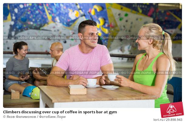 Купить «Climbers discussing over cup of coffee in sports bar at gym», фото № 29898943, снято 9 июля 2018 г. (c) Яков Филимонов / Фотобанк Лори