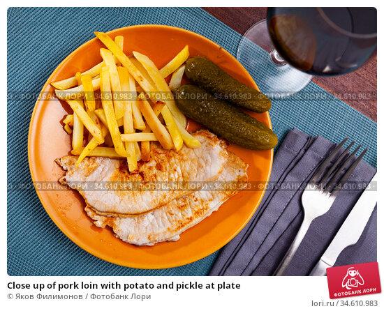 Close up of pork loin with potato and pickle at plate. Стоковое фото, фотограф Яков Филимонов / Фотобанк Лори