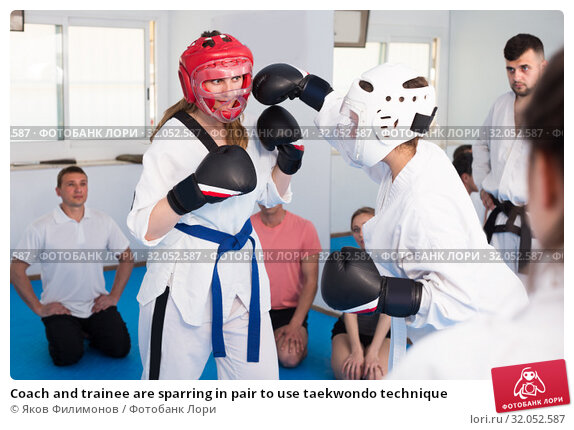 Coach and trainee are sparring in pair to use taekwondo technique. Стоковое фото, фотограф Яков Филимонов / Фотобанк Лори