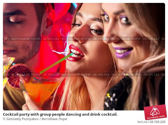 Купить «Cocktail party with group people dancing and drink cocktail.», фото № 28169243, снято 29 марта 2017 г. (c) Gennadiy Poznyakov / Фотобанк Лори