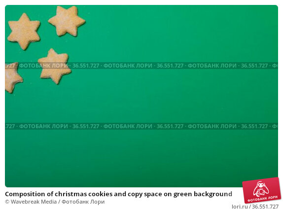 Composition of christmas cookies and copy space on green background. Стоковое фото, агентство Wavebreak Media / Фотобанк Лори