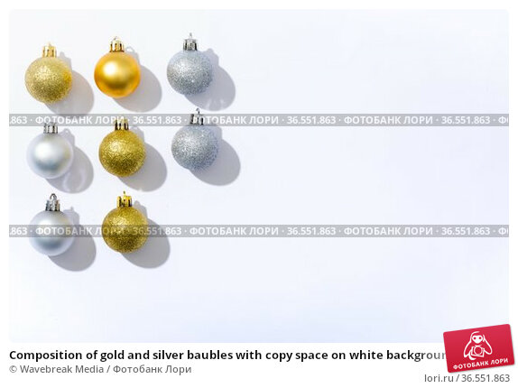 Composition of gold and silver baubles with copy space on white background. Стоковое фото, агентство Wavebreak Media / Фотобанк Лори