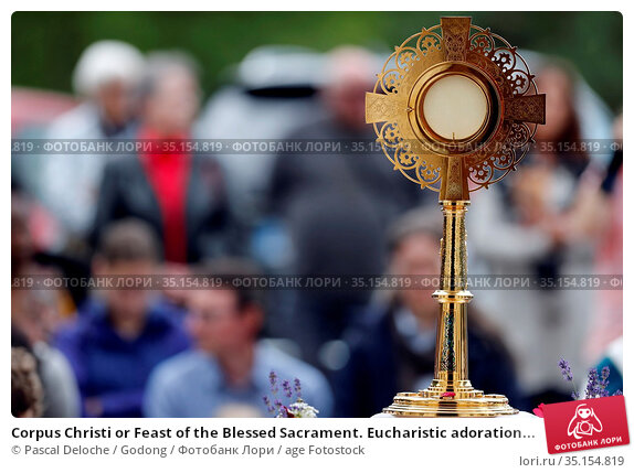 Corpus Christi or Feast of the Blessed Sacrament. Eucharistic adoration... Стоковое фото, фотограф Pascal Deloche / Godong / age Fotostock / Фотобанк Лори
