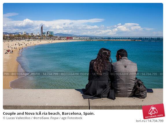 Купить «Couple and Nova Icària beach, Barcelona, Spain.», фото № 14734799, снято 19 февраля 2020 г. (c) age Fotostock / Фотобанк Лори