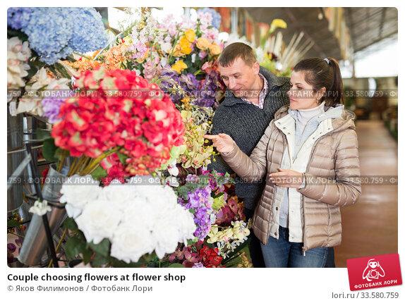 Купить «Couple choosing flowers at flower shop», фото № 33580759, снято 17 марта 2020 г. (c) Яков Филимонов / Фотобанк Лори