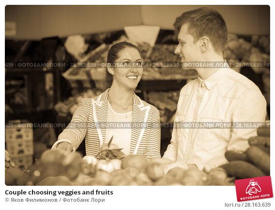 Купить «Couple choosing veggies and fruits», фото № 28163639, снято 26 апреля 2019 г. (c) Яков Филимонов / Фотобанк Лори