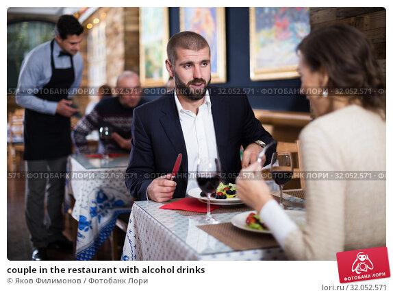 couple in the restaurant with alcohol drinks. Стоковое фото, фотограф Яков Филимонов / Фотобанк Лори