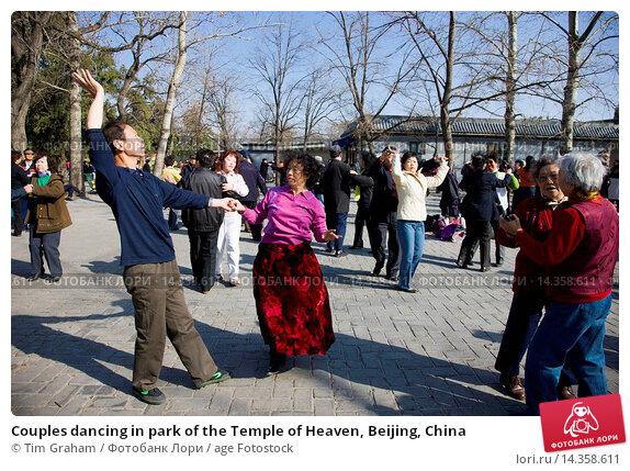 Купить «Couples dancing in park of the Temple of Heaven, Beijing, China», фото № 14358611, снято 25 марта 2019 г. (c) age Fotostock / Фотобанк Лори