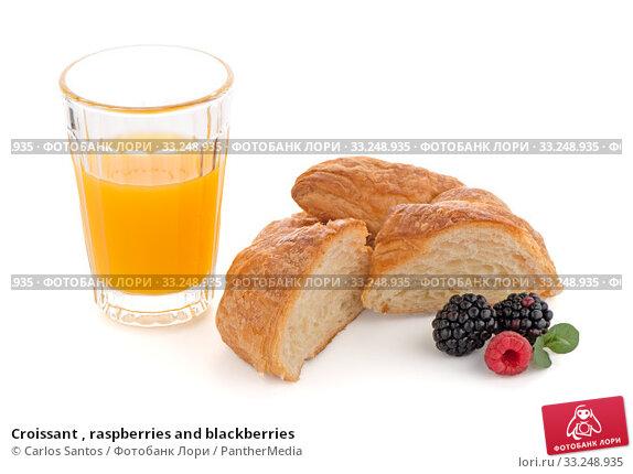 Купить «Croissant , raspberries and blackberries», фото № 33248935, снято 12 июля 2020 г. (c) PantherMedia / Фотобанк Лори