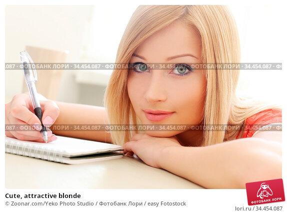 Cute, attractive blonde. Стоковое фото, фотограф Zoonar.com/Yeko Photo Studio / easy Fotostock / Фотобанк Лори