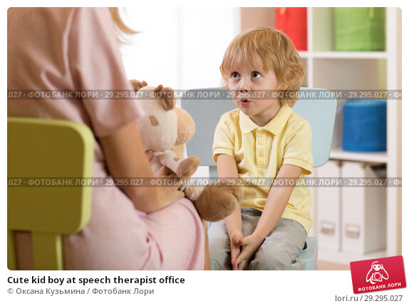 Купить «Cute kid boy at speech therapist office», фото № 29295027, снято 20 ноября 2018 г. (c) Оксана Кузьмина / Фотобанк Лори