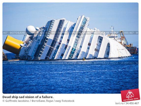 Dead ship sad vision of a failure. Стоковое фото, фотограф Goffredo Iacobino / easy Fotostock / Фотобанк Лори