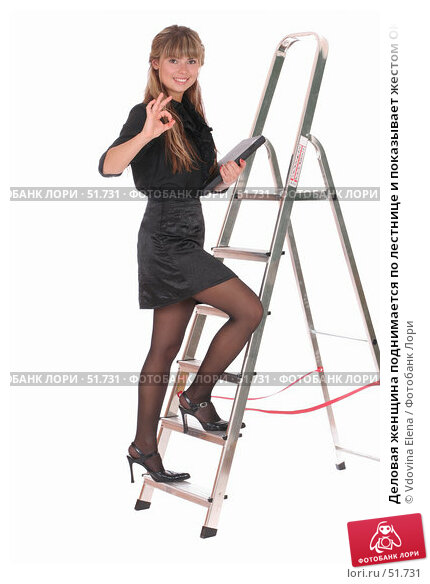 Деловая женщина поднимается по лестнице и показывает жестом ОК, фото № 51731, снято 25 мая 2007 г. (c) Vdovina Elena / Фотобанк Лори