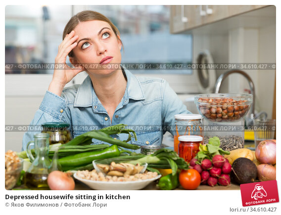 Depressed housewife sitting in kitchen. Стоковое фото, фотограф Яков Филимонов / Фотобанк Лори