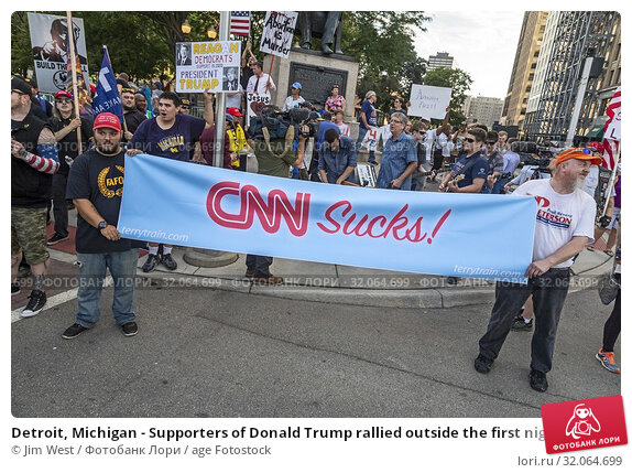 Detroit, Michigan - Supporters of Donald Trump rallied outside the first night of the Democratic Presidential Debate, which was broadcast by CNN. (2019 год). Редакционное фото, фотограф Jim West / age Fotostock / Фотобанк Лори