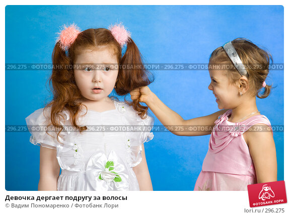 Девочка дергает подругу за волосы, фото № 296275, снято 8 марта 2008 г. (c) Вадим Пономаренко / Фотобанк Лори