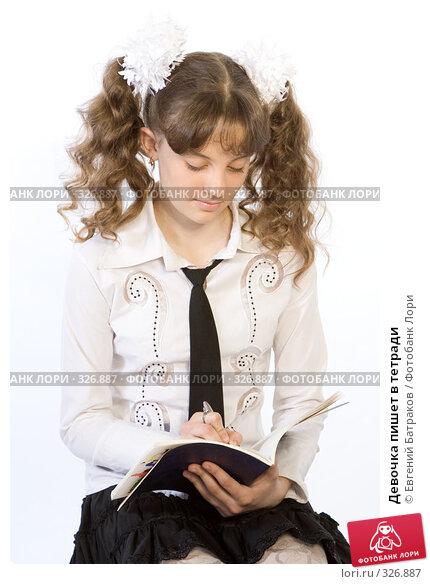 Девочка пишет в тетради, фото № 326887, снято 23 марта 2008 г. (c) Евгений Батраков / Фотобанк Лори