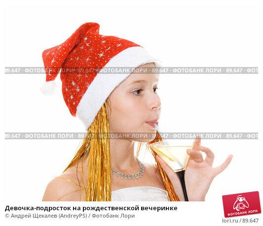 Купить «Девочка-подросток на рождественской вечеринке», фото № 89647, снято 7 августа 2007 г. (c) Андрей Щекалев (AndreyPS) / Фотобанк Лори