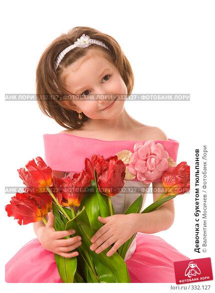 Девочка с букетом тюльпанов, фото № 332127, снято 2 мая 2008 г. (c) Валентин Мосичев / Фотобанк Лори