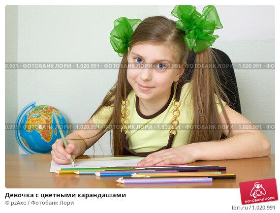 Купить «Девочка с цветными карандашами», фото № 1020991, снято 5 апреля 2009 г. (c) pzAxe / Фотобанк Лори