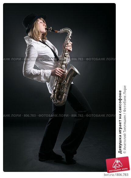 golaya-s-saksofonom-foto