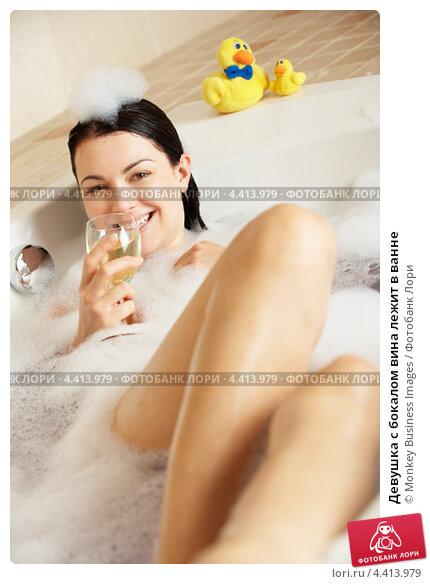 фото женского тела в пене в ванной