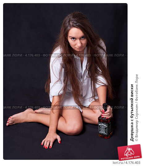 Девушка с бутылкой видео фото 692-344