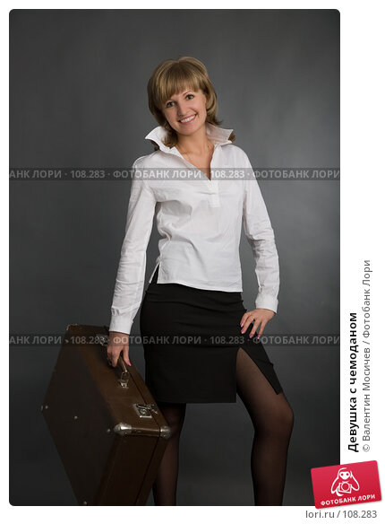 Девушка с чемоданом, фото № 108283, снято 1 апреля 2007 г. (c) Валентин Мосичев / Фотобанк Лори