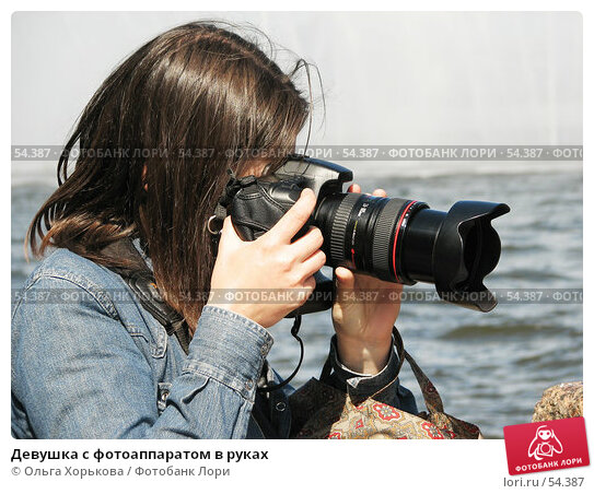 Девушка с фотоаппаратом в руках, фото № 54387, снято 16 июня 2007 г. (c) Ольга Хорькова / Фотобанк Лори