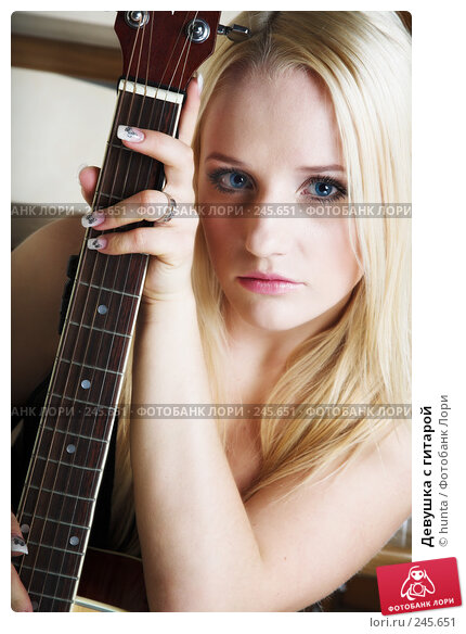 Девушка с гитарой, фото № 245651, снято 20 февраля 2008 г. (c) hunta / Фотобанк Лори