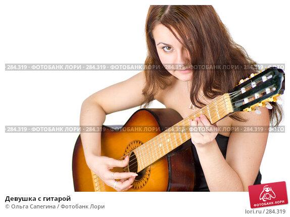 Купить «Девушка с гитарой», фото № 284319, снято 8 ноября 2007 г. (c) Ольга Сапегина / Фотобанк Лори