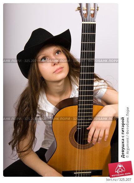 Девушка с гитарой, фото № 325207, снято 19 мая 2008 г. (c) Argument / Фотобанк Лори