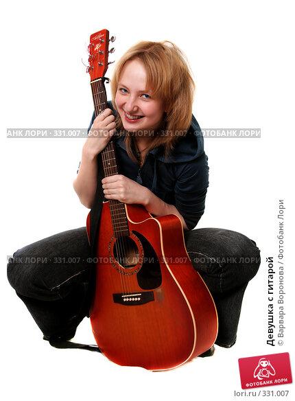 Девушка с гитарой, фото № 331007, снято 9 мая 2008 г. (c) Варвара Воронова / Фотобанк Лори