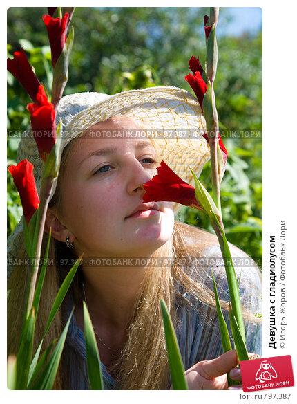 Девушка с гладиолусом, фото № 97387, снято 7 августа 2007 г. (c) Игорь Жоров / Фотобанк Лори