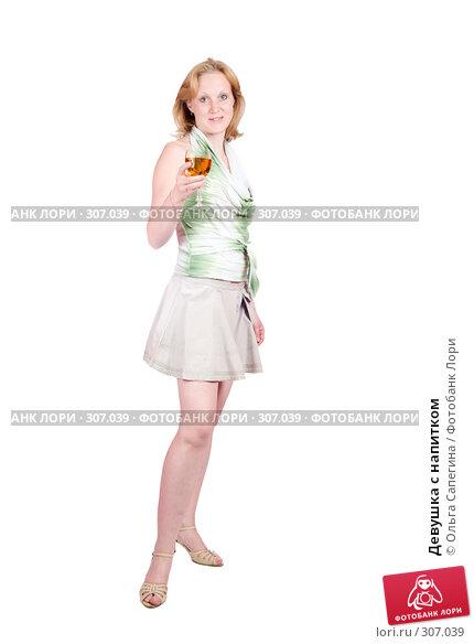 Купить «Девушка с напитком», фото № 307039, снято 4 мая 2008 г. (c) Ольга Сапегина / Фотобанк Лори