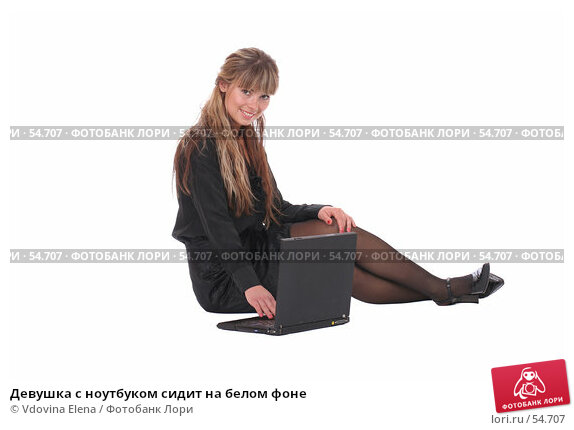 Девушка с ноутбуком сидит на белом фоне, фото № 54707, снято 25 мая 2007 г. (c) Vdovina Elena / Фотобанк Лори