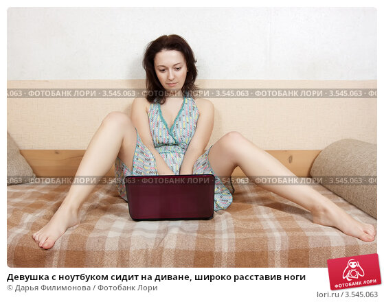 фото девушки с широко разведенными ногами