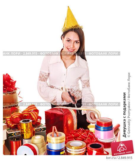 Купить «Девушка с подарками», фото № 2849915, снято 4 июля 2011 г. (c) Gennadiy Poznyakov / Фотобанк Лори