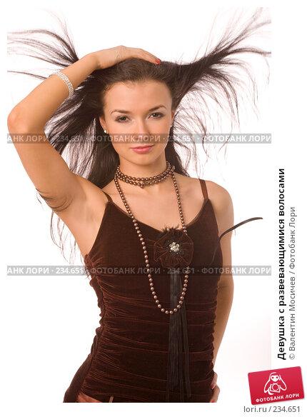 Девушка с развевающимися волосами, фото № 234651, снято 22 июля 2017 г. (c) Валентин Мосичев / Фотобанк Лори