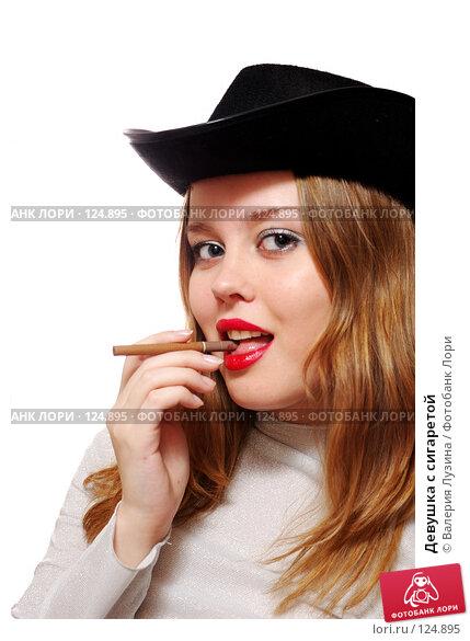 Девушка с сигаретой, фото № 124895, снято 20 ноября 2007 г. (c) Валерия Потапова / Фотобанк Лори