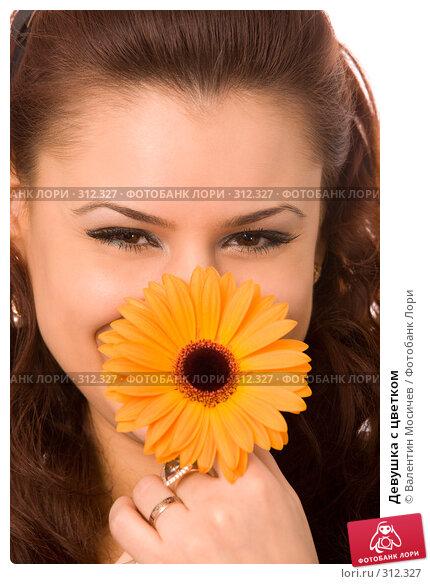 Девушка с цветком, фото № 312327, снято 13 апреля 2008 г. (c) Валентин Мосичев / Фотобанк Лори