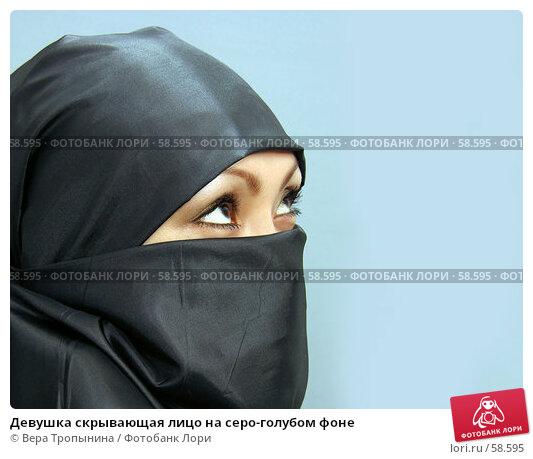 Купить «Девушка скрывающая лицо на серо-голубом фоне», фото № 58595, снято 13 апреля 2007 г. (c) Вера Тропынина / Фотобанк Лори