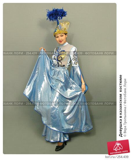 Девушка в казахском  костюме, фото № 254439, снято 29 февраля 2008 г. (c) Вера Тропынина / Фотобанк Лори